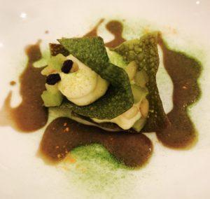 sfogliatella-di-broccoli-pecorino-romano-e-bagna-cauda-allaglio-nero-e1475822325134