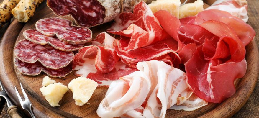 Gli italiani mangiano meno carne. Ma i nostri salumi volano in UK