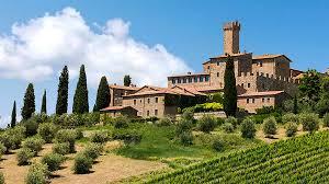Arte e vino: il turismo enogastronomico tra calici e design