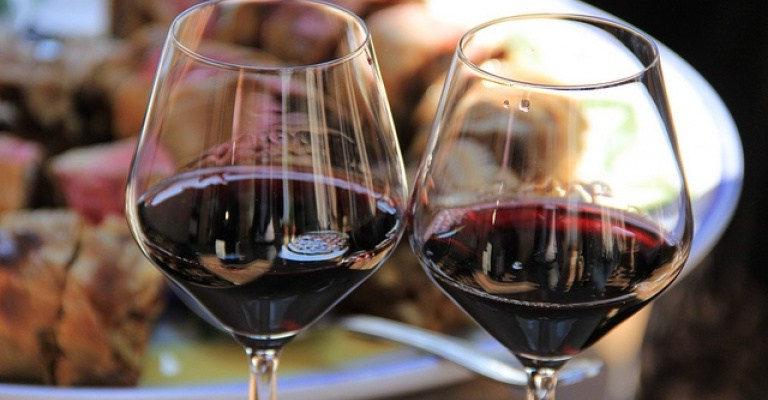 """""""Abbinamenti"""": a Montefalco, il vino si dà appuntamento con cibo e arte"""