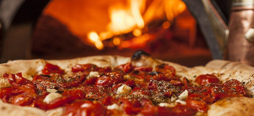 La pizza napoletana fa il giro del mondo. In diretta Fb